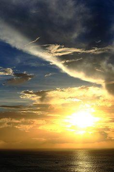 OKINAWA Sunset Beautiful World, Beautiful Places, Beautiful Pictures, Amazing Sunsets, Amazing Nature, Beautiful Sunrise, Sunrises, Okinawa, Island Life