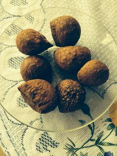 Ingi noto. Indian nut.