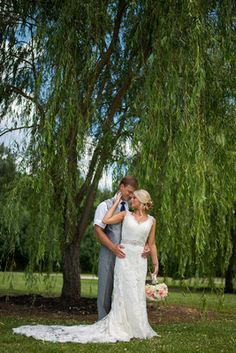 bride and groom under a willow tree wedding photography by amanda whitley