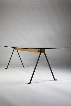Frate. Dining table designed by Enzo Mari for Driade, Italy. 1973. — Modernity