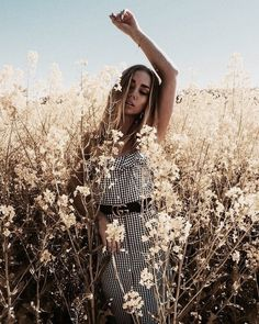 lifestyle fashion photography are look cool – girl photoshoot poses Outdoor Fashion Photography, Beauty Photography, Portrait Photography, Editorial Photography, Poses Photo, Photo Shoots, Instagram Pose, Summer Photography Instagram, Disney Instagram