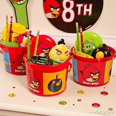 Angry Birds Favor Containers are perfect take-homes for your guests. Fill the containers with Angry Birds treats to keep the party going!