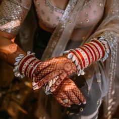 New and Trendy Bridal Mehndi designs that will rule hearts! Indian Bridal Fashion, Indian Wedding Jewelry, Ethnic Wedding, Indian Weddings, Indian Jewelry, Bridal Bangles, Bridal Jewelry, Chuda Bangles, Kundan Bangles
