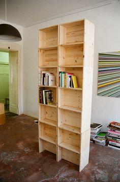10 Euro, 10 Schrauben, 10 Minuten           Der Berliner Hocker - ein Möbel allein bietet zehn Stell-Möglichkeiten (Foto: Daniela Kleint)  ...