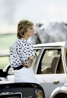 I knew what my job was; it was to go out and meet the people and love them - Princess Diana I love her!! <3