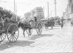 Basureros en Cuatro Caminos dirigiéndose a los vertederos de Tetuán. 1930.