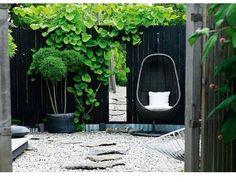 Modern Backyard Garden Ideas To Help You Design Your Own Little Heaven Near Your House Outdoor Areas, Outdoor Rooms, Outdoor Living, Outdoor Retreat, Black Fence, Black Garden Fence, Modern Backyard, Stone Backyard, Nice Backyard
