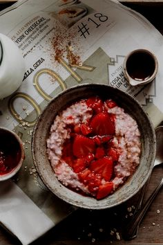 1 reviews · 8 minutes · Vegan Gluten free · Serves 1 · A delicious breakfast that almost tastes like a dessert: strawberry oatmeal with vanilla extract and maple syrup! Toddler Smoothie Recipes, Smoothie Recipes With Yogurt, Smoothies With Almond Milk, Breakfast Smoothie Recipes, Oatmeal Smoothies, Breakfast Healthy, Brunch Recipes, Healthy Meals To Cook, Healthy Diet Recipes