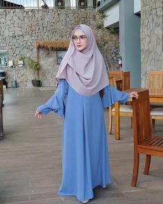 Abaya Fashion, Muslim Fashion, Fashion Outfits, Womens Fashion, Hijab Casual, Hijab Chic, Hijab Dress, Hijab Outfit, Muslimah Clothing