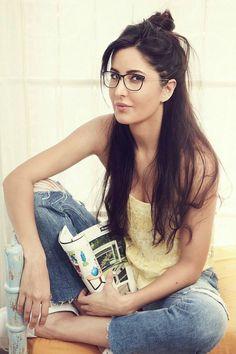 Cute Katrina Kaif in Specs Indian Bollywood Actress, Bollywood Girls, Beautiful Bollywood Actress, Beautiful Indian Actress, Bollywood Fashion, Beautiful Actresses, Indian Actresses, Bollywood Heroine, Katrina Kaif Wallpapers