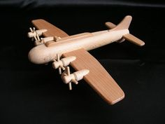 wooden-toy-aicraft-b17