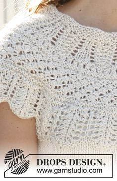 Corolla / DROPS - Free knitting patterns by DROPS Design Knitted top with round yoke in DROPS Silke Alpaca or 2 threads DROPS BabyAlpaca Silk. Drops Design, Shawl Patterns, Lace Patterns, Knitting Patterns Free, Lace Knitting, Knit Crochet, Magazine Drops, Sport Weight Yarn, Alpacas