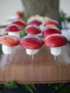 Kindertraktaties: Paddestoel van een appel en een marshmallow