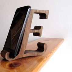 Wall Shelves Design, Wood Shelves, Diy Pallet Furniture, Unique Furniture, Wood Phone Holder, Diy Phone Stand, Wooden Desk Organizer, Wood Carving Designs, Small Wood Projects