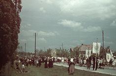 Máriaremete, körmenet a Máriaremetei úton, a Patróna utcánál. 1940 Capital Of Hungary, Budapest, Christianity, Dolores Park, Europe, Landscape, Travel, Scenery, Viajes