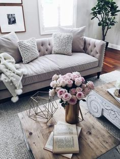 beige tufted sofa || neutral living room inspiration