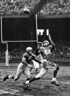 Dorne Dibble, Detroit Lions, covered by Harper Davis of Green Bay, November (Detroit News archive) Football 101, Football Video Games, Football Pictures, School Football, School Sports, Sport Football, Detroit Sports, Detroit News, Detroit Lions