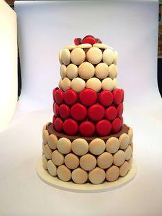 Netradiční svatební dort ukrytý v makronkách. Birthday Cake, Desserts, Food, Tailgate Desserts, Deserts, Birthday Cakes, Essen, Postres, Meals