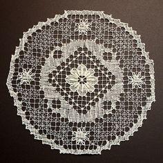 Tapetes de malla, bordados y ganchillo también en nuestra tienda online a precios increíbles