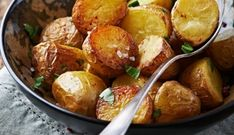 Geroosterde Aardappels Met Gepofte Knoflook recept | Smulweb.nl