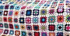 in de winter als de avonden lang zijn is het -vind ik- fijn om een Eindeloos project te hebben een gehaakte deken bijvoorbeeld honderden v...