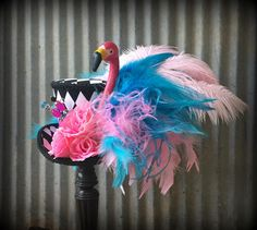 Kentucky Derby Mini Top Hat Alice in Wonderland Flamingo Mini Silly Hats, Crazy Hats, Fancy Hats, Alice In Wonderland Flamingo, Alice In Wonderland Tea Party, Fascinator Hats, Fascinators, Plastic Pink Flamingos, New Years Hat