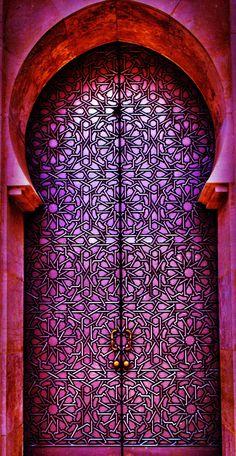 Em Casablanca, na província homônima, região da Grande Casablanca, Marrocos. Mesquita Hassan II.  Fotografia: Tarik El Barq no 500px.