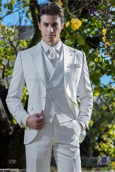 Italian white slim wedding ceremony go well with Ottavio Nuccio Gala - Best Suit's Wedding Suit Styles, Wedding Men, Wedding Suits, Wedding Attire, Gothic Wedding, Mens White Suit, White Suits, Suit For Men, Groomsmen Suits