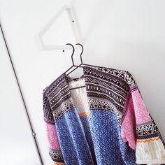 En enkel hängare till dina kläder eller filtar gör du enkelt av en konsoll. Här har jag använt en från Ikea. Ekby Lerberg heter den och kostar 25:-. Enkelt, billigt & praktiskt!