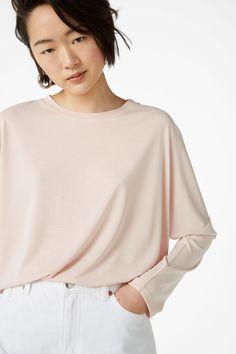 Super-soft top - Blush bae blush pink - Tops - Monki AT Green Tops, Black Tops, Pink Tops, Blush Pink Top, Flowy Tops, Batwing Sleeve, Bat Wings, Monki, Sleeves