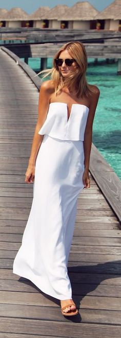 #street #style summer : all-white @wachabuy total white look. White long dress. V cleavage.