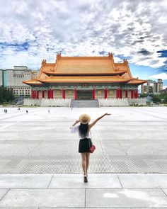 Sometimes you travel the world thinking all the places you visit are so stunning, then you come home and realize your country is just as… Travel Pictures Poses, Travel Photos, Taipei Travel, Travel Pose, Travel Baby Showers, The Beautiful Country, China Travel, How To Pose, Travel Style