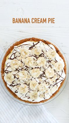 This scrumptious Banana Cream Pie is anchored in a graham cracker crust, filled with a creamy filling and piled high with freshly made whipped cream and bananas, and drizzles of Treat your guests to this yummy chilled pies pies recipes dekorieren rezepte Cream Pie Recipes, Tart Recipes, Pastry Recipes, Banana Recipes Videos, Graham Crackers, Making Whipped Cream, Banoffee Pie, Tasty Videos, Sweet Treats