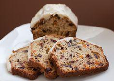 Pain Aux Dattes Et Aux Canneberges Bread Recipes, New Recipes, Biscuits Graham, Bon Dessert, Sweet Bread, Raisin, Cake Pops, Banana Bread, Bakery