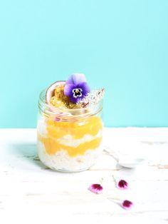 Un riz au lait de coco et à la vanille pour une bonne dose d'énergie et de gourmandise. Avec les quantités, vous pouvez préparer plusieurs petits déjeuners.