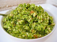 Raw Vegan Green Pea Dip - pinner says.Want a raw vegan dip with a difference? This green pea and almond chutney is absolutely phenomenal and SO easy. Just throw everything in the food processor! Healthy Blender Recipes, Raw Vegan Recipes, Diet Recipes, Healthy Snacks, Healthy Eating, Cooking Recipes, Paleo Vegan, Almond Dip Recipe, Cashew Dip