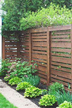 Cheap Privacy Fence, Privacy Fence Landscaping, Privacy Fence Designs, Backyard Privacy, Diy Fence, Backyard Fences, Garden Fencing, Backyard Landscaping, Fence Ideas