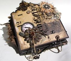 Bo Bunny Timepiece Mini Album (Bluemoon DT Project) This is amazing.gotta work in the mini side of things. Altered Books, Altered Art, Mini Albums Scrapbook, Vintage Scrapbook, Scrapbook Photos, Tutorial Scrapbook, Steampunk Accessoires, Images Vintage, Handmade Books