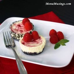Menu Musings of a Modern American Mom: Raspberry Swirl Cheesecake Minis