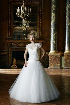 vestido de noiva de cintura descida e top em renda de Fontainebleau cymbeline 2016