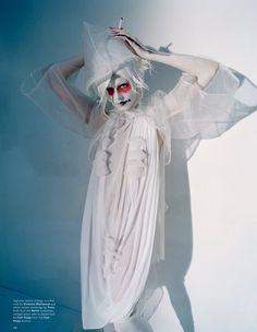 'Spooky' by Tim Walker - GRAVERAVENS