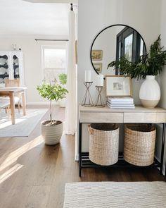 Home Living Room, Apartment Living, Living Room Decor, Living Spaces, Living Room Designs, Home Decor Inspiration, Living Room Inspiration, Home Entrance Decor, Home Interior Design