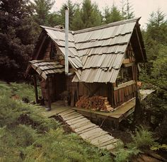 """cabinporn: """" My favorite handmade home of all time, found in this book. Handmade Houses by Art Boericke and Barry Shapiro is one of the most important books for serious students of cabins, simply. Little Cabin, Little Houses, Tiny Houses, Handmade Home, Oyin Handmade, Handmade Crafts, Handmade Jewelry, Handmade Rugs, Diy Crafts"""