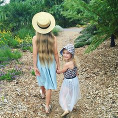 Big sisters are the B.E.S.T   @theb_bgirls  #acornkids #kidshats #sunhats #willowhat #strawhats #summmerhats #beachhats #summer #kidsfashion #kidsaccessories #accessories #girlsfashion #cutekids #outfitinspiration #sunsmart #coolkids #cute #cutekids #siblings