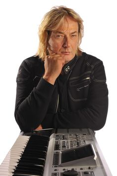 Geoff Downes, one of the best keyboard player in the rock history ( BUGGLES, ASIA, YES) with his Chronowear biker blouson Daytona http://retropulse.files.wordpress.com/2012/07/98-2012downes01.jpg
