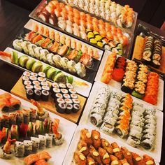 Some of my favorite types of rolls Sushi Buffet, Sushi Platter, Food Platters, Food Dishes, Sushi Comida, Sushi Party, Sushi Recipes, Salad Recipes, Food Goals