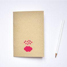 Nuage et pluie rose fluo - Carnet sérigraphié, couverture recyclée. €7,00, via Etsy.