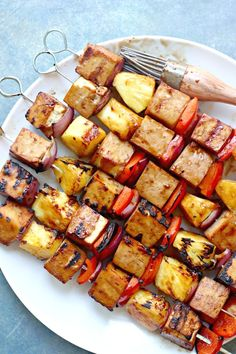 These 20 tofu recipes will definitely change the way you look at tofu! Tofu doesn't have to be boring and plain. In fact, it's super delicious, extremely versatile, and packed with protein! These 20 vegan tofu recipes are the perfect proof! Vegan Kabobs, Vegetarian Skewers, Veggie Skewers, Vegetarian Grilling, Vegan Vegetarian, Healthy Grilling, Healthy Dinners, Best Tofu Recipes, Vegan Bbq Recipes
