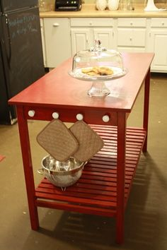 Use kitchen island ideas to better understand how to create a more functional and comfortable kitchen. Using custom kitchen islands means having the most appropriate island for your home and kitche… Diy Kitchen Island, Kitchen Redo, New Kitchen, Kitchen Remodel, Space Kitchen, Awesome Kitchen, Beautiful Kitchen, Kitchen Chairs, Kitchen Stuff