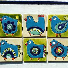 Canvas Art Projects, Recycled Art Projects, Clay Art Projects, Pottery Painting, Ceramic Painting, Ceramic Art, Coaster Crafts, Ceramic Workshop, Scandinavian Folk Art